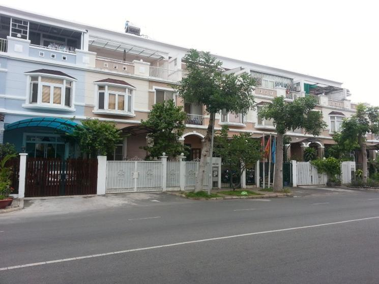 Khu biệt thự Hưng Thái 1do Tập đoàn Phú Mỹ Hưng làm chủ đầu tư hiện đã hình thành cộng đồngdân cư văn minh vàđẳng cấp
