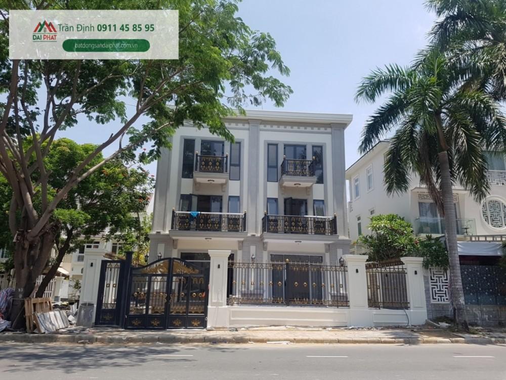 Ban Biet Thu Don Lap Nam Thong Phu My Hung Quan 7. Lh : Em Định ( 0911 458 595 )