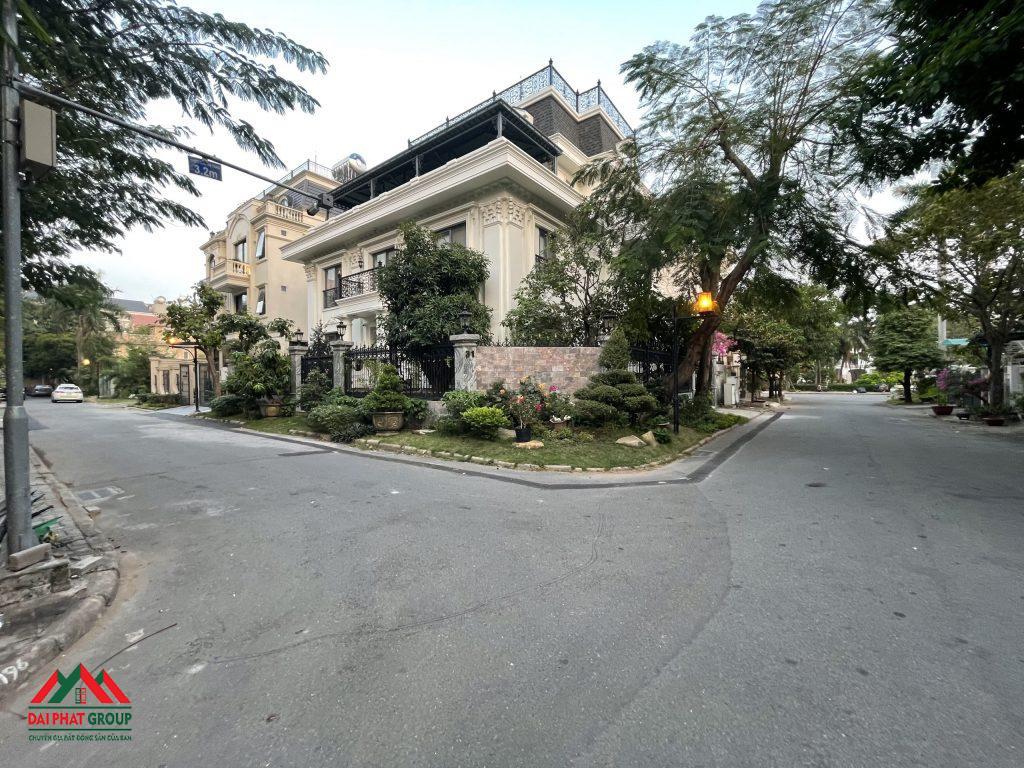 Ban Biet Thu Don Lap Nam Thong Can Goc Nha Dep